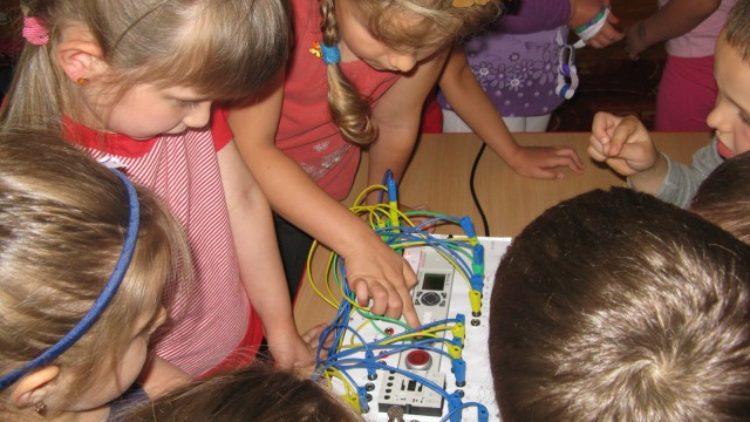 Studenci AGH gościli u przedszkolaków w Iwoniczu