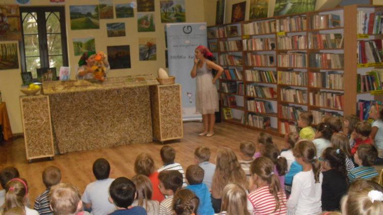 Teatrzyk z Fundacji – Ależ Gustawie! w bibliotece.