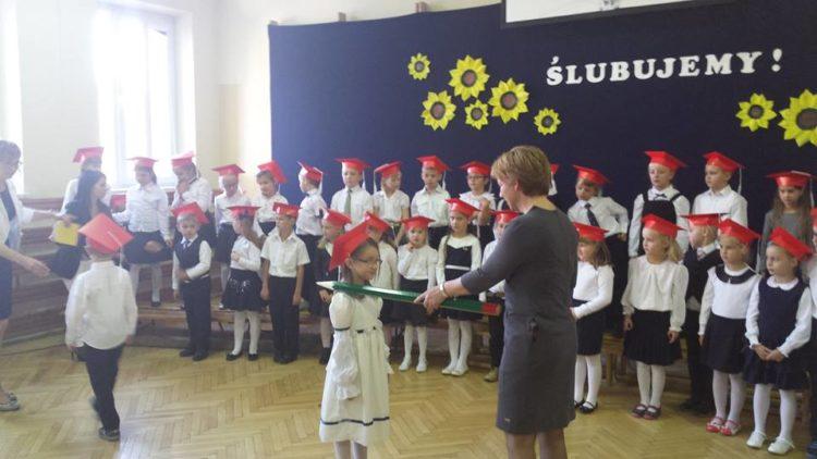 Uroczystość oficjalnego przyjęcia pierwszoklasistów