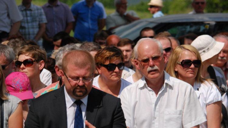 Poświęcenie cmentarza cholerycznego w Iwoniczu w strugach deszczu