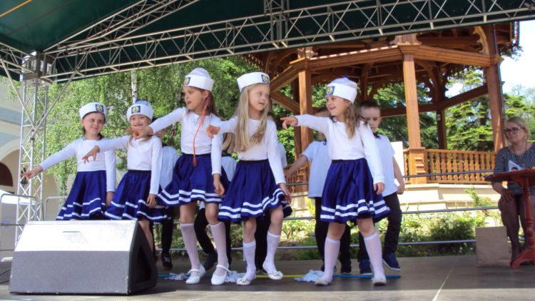 """Przedszkolaki na scenie Festiwalu """"Skrzacik"""""""