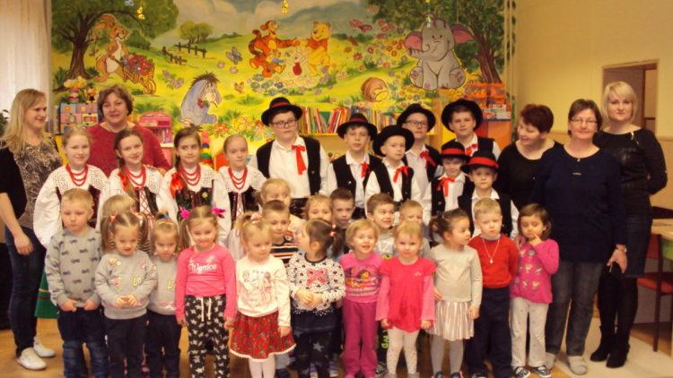 """Zespół """"Mali Lubatowianie"""" w Przedszkolu w Iwoniczu-Zdroju"""