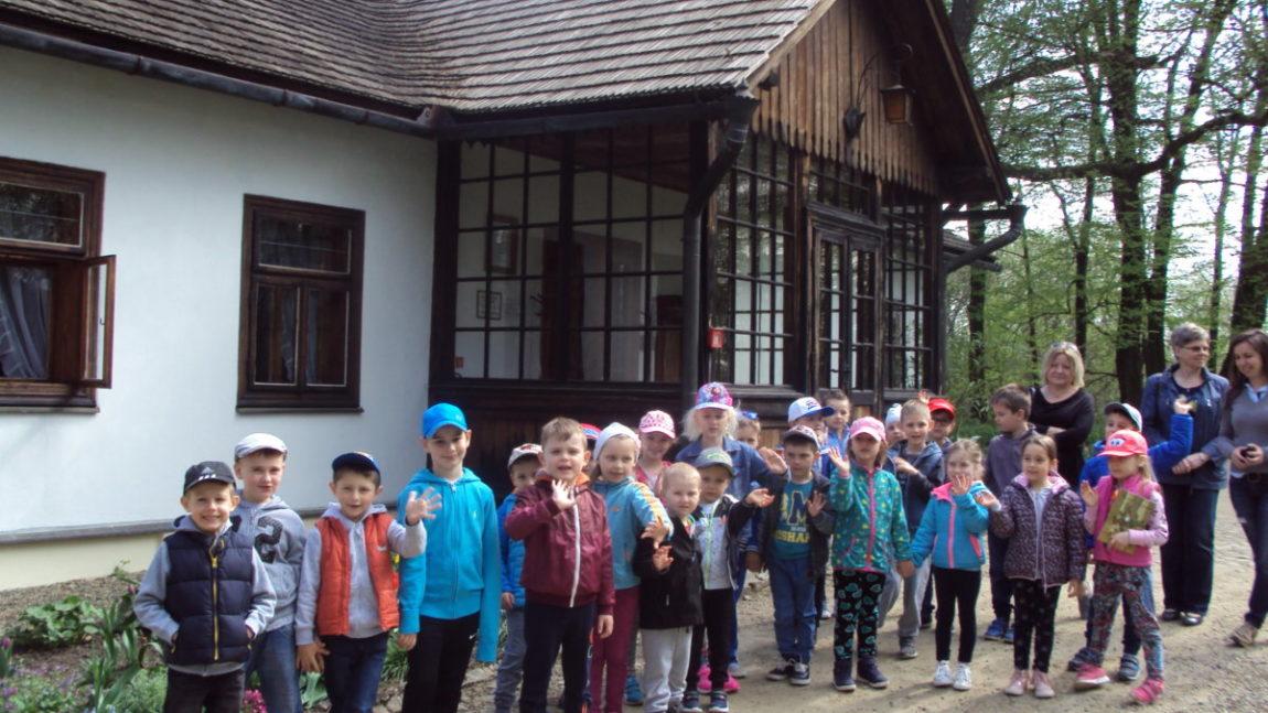 Przedszkolaki na wycieczce do Żarnowca i Bóbrki
