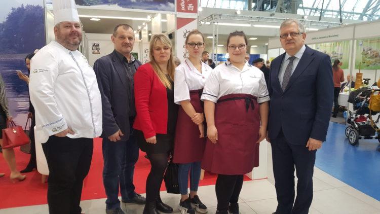 Profesjonaliści w kuchni –   Wyróżnienie dla Angeliki Gankiewicz i Marii Sobolak  uczennic ZS przy OSiW OHP w Iwoniczu  w    XIV Europejskim  Konkursie  Kulinarnym                                                 EKOGALA 2019