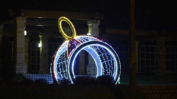 Iwonicz-Zdrój został udekorowany pięknym oświetleniem świątecznym