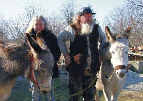 Podróżnicy z Norwegii wędrujący pieszo z osiołkami zawitali do Iwonicz-Zdroju