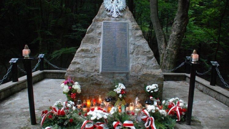 Uroczystość uczczenia 77 rocznicy zbrodni w Lesie Grabińskim