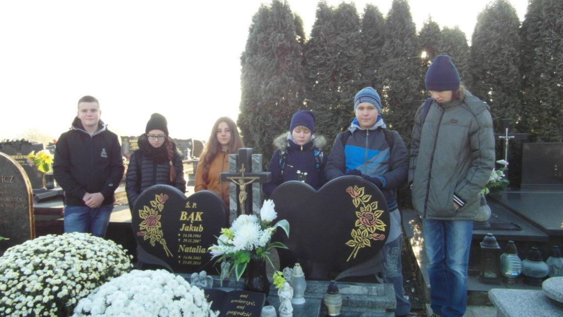 Wyjazd na cmentarze