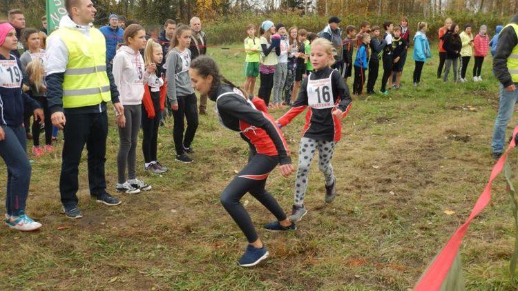 Dziewczęta SP Lubatowa ze złotym medalem w biegach przełajowych!
