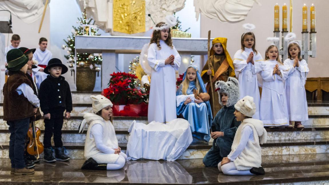 Jasełka w kościele parafialnym