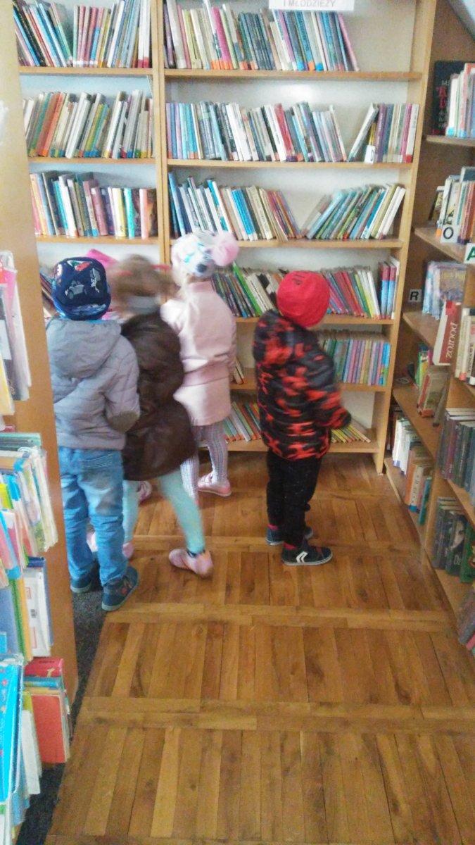 Wycieczka do biblioteka
