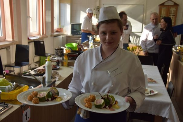 Natalia Porębska z ZSGH w Iwoniczu-Zdroju najlepszym uczniem w zawodzie kucharz w II edycji Ogólnopolskiego Turnieju