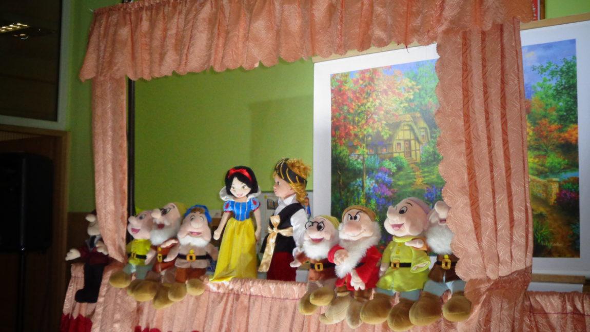 """Teatrzyk kukiełkowy """"Królewna Śnieżka"""""""