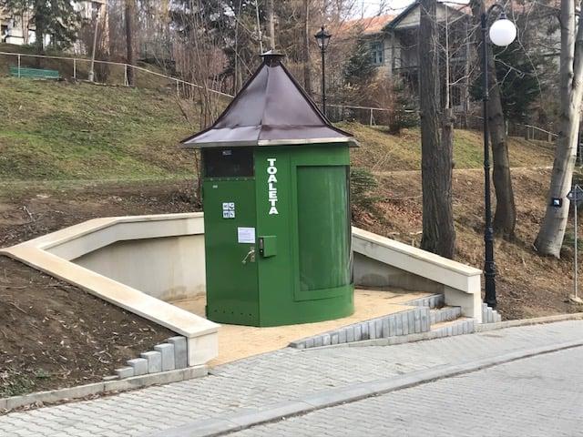 Toaleta publiczna posadowiona w Parku Zdrojowym oddana do użytkowania