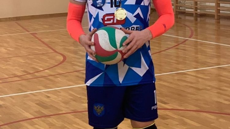 Hubert Stareńczak z Iwonicza-Zdroju, wraz ze swoją drużyną TSV Sanok wywalczył awans do I Ligi Podkarpackiej w siatkówce
