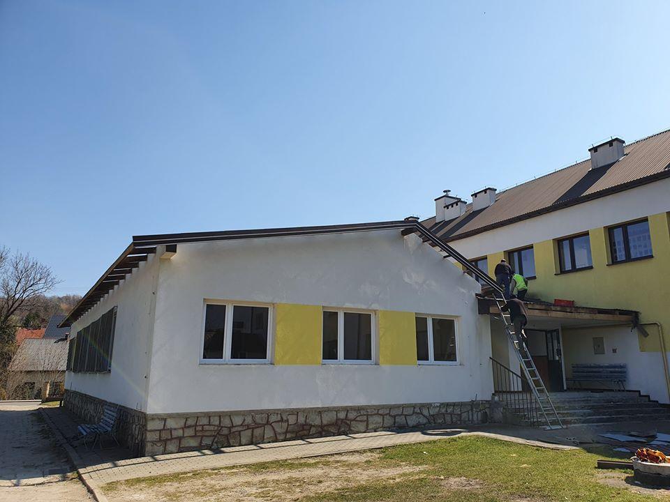 Prace przy budowie nowej sali gimnastycznej w Lubatówce