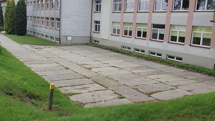Remont parkingu przy Szkole Podstawowej w Iwoniczu