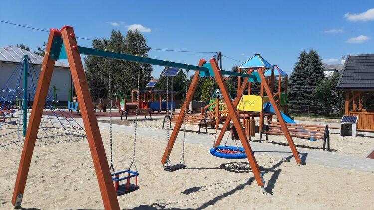 Otwarcie nowego placu zabaw w Iwoniczu