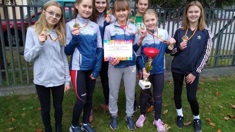 Złoty medal dziewczyn z SP Lubatowa w Finale Wojewódzkim w sztafetowych biegach przełajowych!!!